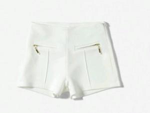 Weiße Shorts 12,95 EUR bei Zara