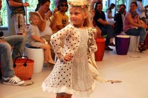 Chota Pero Mädchenkleid mit Punkten