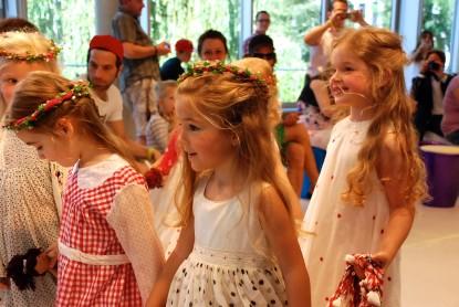 Feine Mädchenkleider von Chota Péro